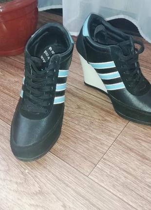 Очень классные кроссовки adidas