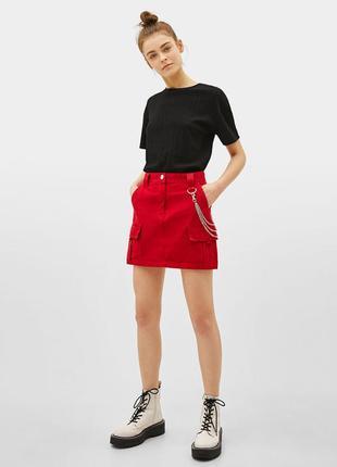 Красная мини юбка с цепью bershka