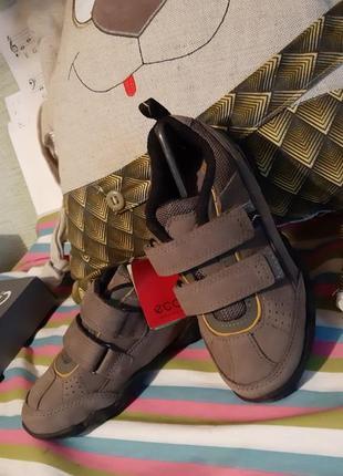 Кожаные кроссовки / спортивные туфли ecco 28 р