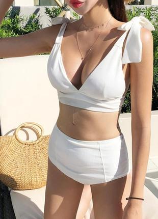 Суперский белый раздельный купальник