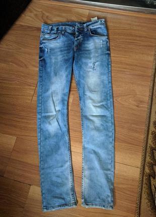 Зауженные джинсы (дефект)