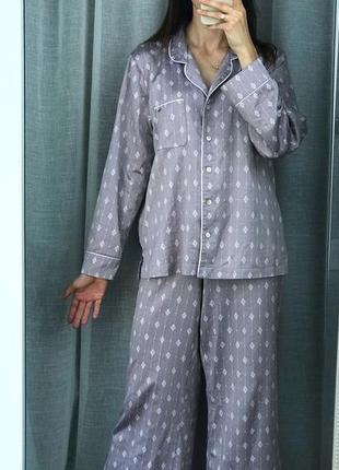 Пижама, спальный костюм