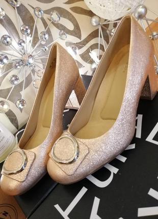 Стильные и нарядные туфли naturalizer