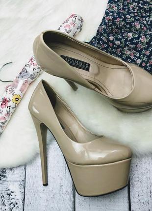Туфли бежевые нюдовые на высоком каблуке и платформе ,35 р