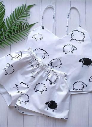 Пижама белая с майкой на бретелях и шортами барашки