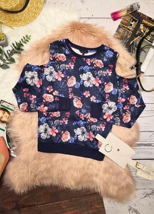 Красивый синий свитшот с начесом с открытыми плечами в цветочный принт