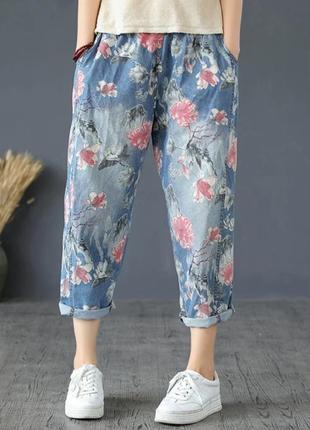 Укороченные джинсы в цветочный принт свободного кроя джоггеры