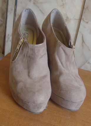 Туфли на платформе бежевые замшевые gorgeous размер 38/5 стелька 25 см.