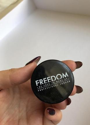 Помадка для бровей freedom