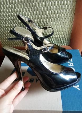 Босоножки туфли босоніжки высокой каблук валентин юдашкин натуральная кожа