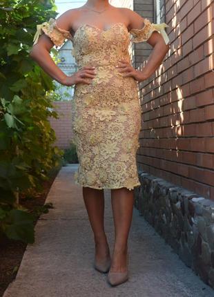 Шикарное кружевное платье размер м
