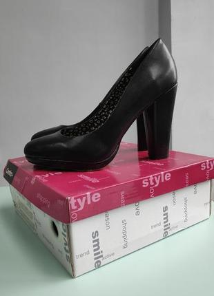 Идеальные черные туфли на толстом каблуке 38 р 24.5 см
