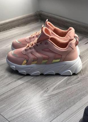 Стильные женские кроссовки на платформе кросы с массивной подошвой пудра