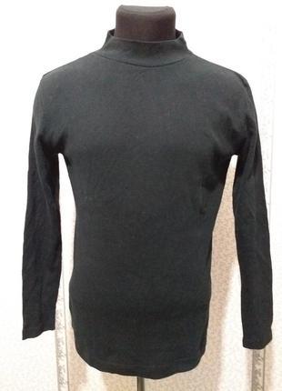 Футболка. легкий свитер.