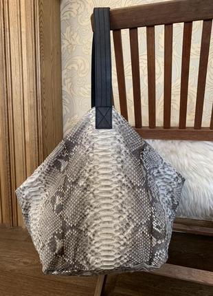 Стильная сумка-мешок из кожи питона!