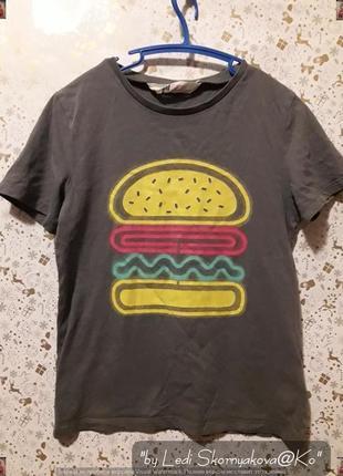 """Фирменная h&m красивая футболка цвета хаки с принтом """"бургер"""", на мальчика 6-8 лет"""
