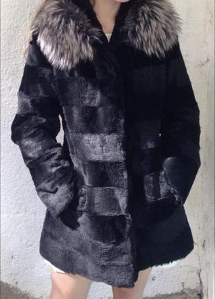 Натуральная шубка из кролика с капюшоном енот