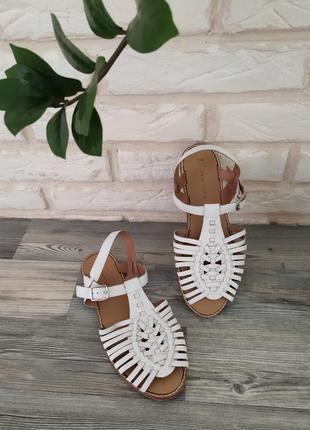 Стильные кожаные босоножки сандалии