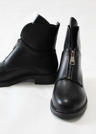 Женские черные демисезонные ботинки (полусапоги) из эко-кожи3 фото