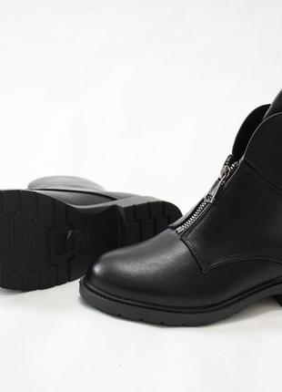 Женские черные демисезонные ботинки (полусапоги) из эко-кожи4 фото