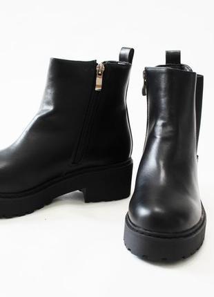 Женские черные демисезонные ботинки челси на толстой подошве из эко-кожи3 фото