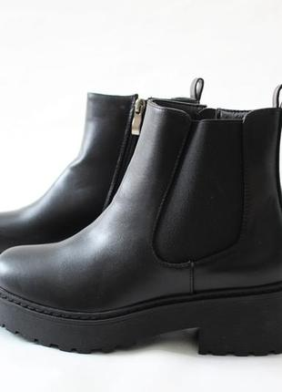 Женские черные демисезонные ботинки челси на толстой подошве из эко-кожи2 фото