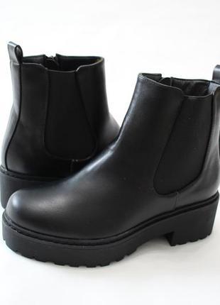 Женские черные демисезонные ботинки челси на толстой подошве из эко-кожи5 фото