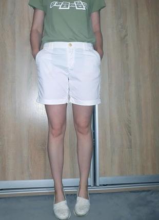 Крутые белые коттоновые бойфренд-шорты карго с подкатами massimo dutti