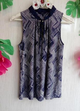 Красивая стильная офисная блузка без рукавов синяя с бантом на груди