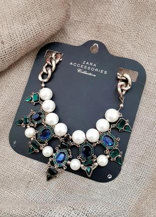 Красивое масивное ожерелье с жемчугом и камнями