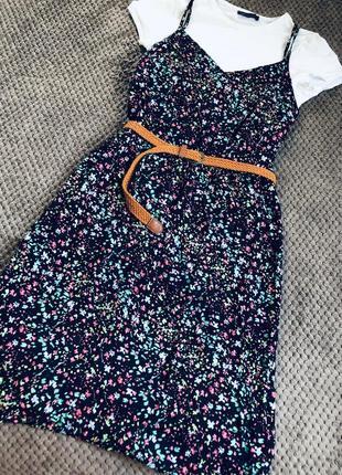 Шикарное и очень стильное платье-комбинация в мелкий цветок