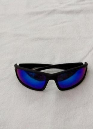 Солнцезащитные очки, сонцезахисні окуляри