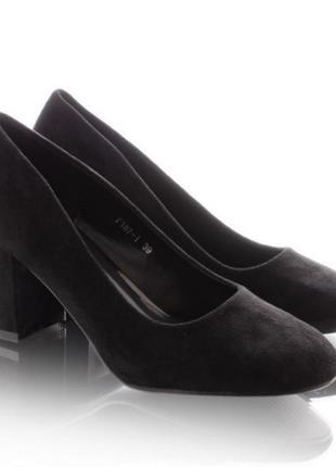 Женские туфли на широком каблуке