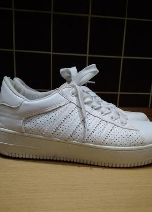 Кроссовки белые р-р 38