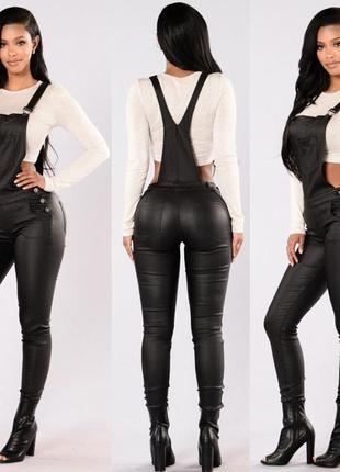 Черный кожаный комбинезон ромпер штанами скинни напыление под кожу с молниями карманами