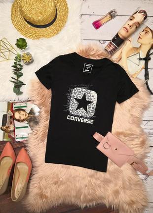 Крутая брендовая насыщенно-чёрная футболка от converse