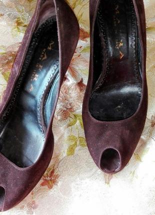 Коричневые замшевые туфли открытый нос на каблуке 37 размер италия
