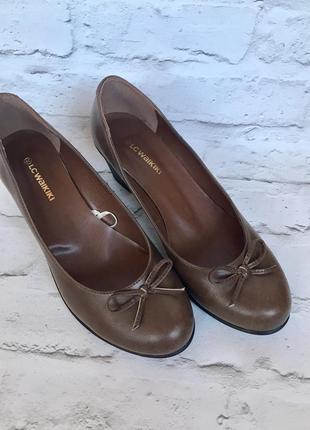 Новые кожаные стильные повседневные деловые удобные туфли на каблуке