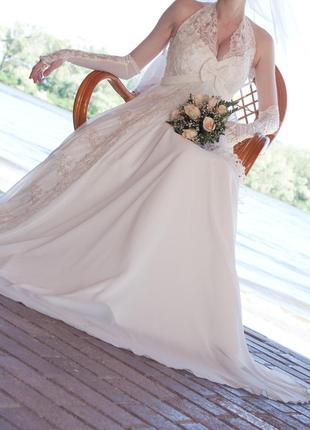 Кружевное свадебное платье в греческом стиле