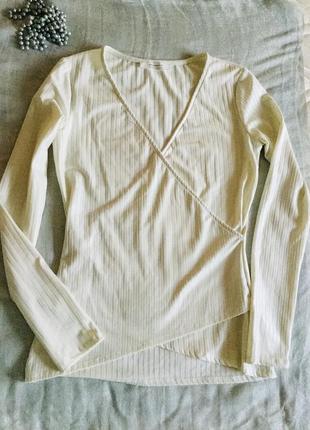 Promod. белоснежная блуза. приталенный крой. с напылением. длинный рукав. эффект запаха.