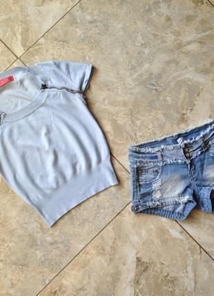 Дуже класний джинсовий комплект з рваними шортами♥️