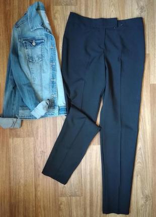 Базовые зауженные брюки со стрелкой, размер м