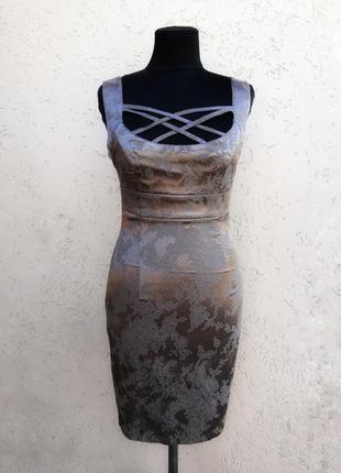Серое платье с цветами