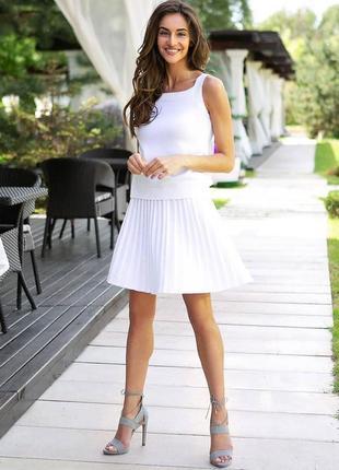 Вязанная из тонкой хлопковой нити короткая плиссированная юбка