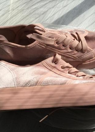 Велюровые кроссовки-кеды