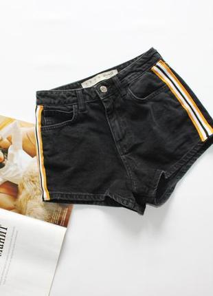 Классные черные джинсовые шорты с лампасами хс 6