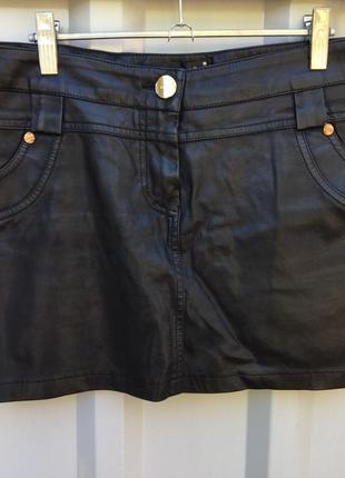Стильная облегающая юбка из эко кожи
