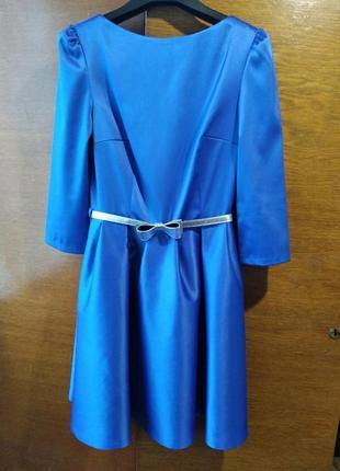 Красиве синє атласне плаття