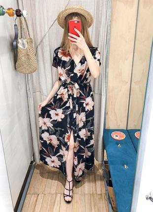 Новое красивое платье на запах, со скидкой 50%