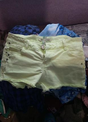Неоново-желтые джинсовые шорты bershka